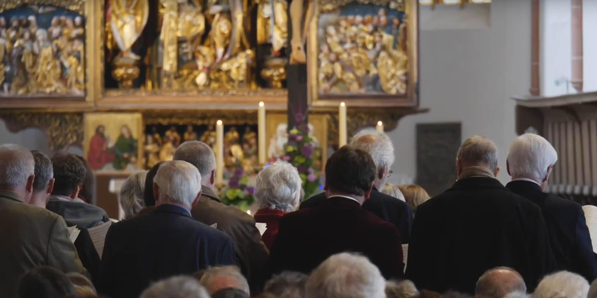 Menschen im Gottesdienst