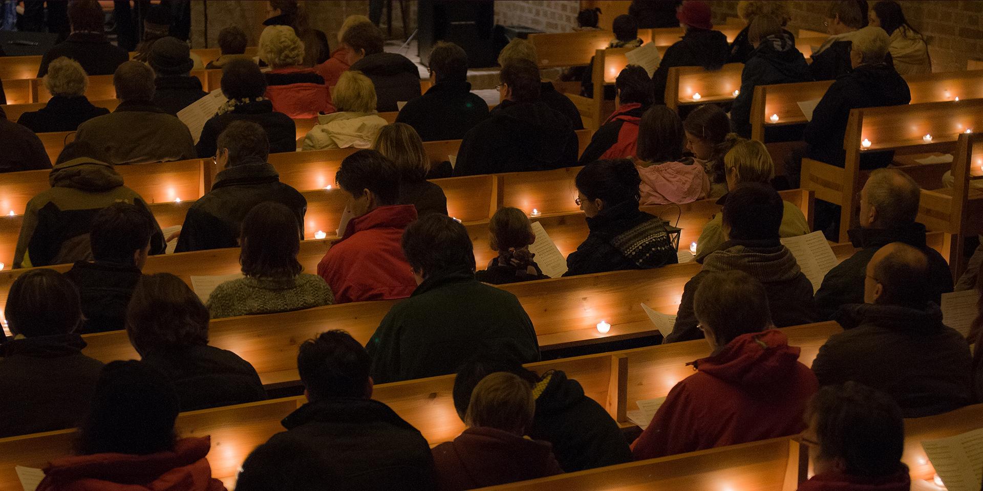 Gottesdienst im Dunkeln